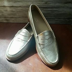 Shoes - Weejuns    Leather Gold loafers Sz 7m